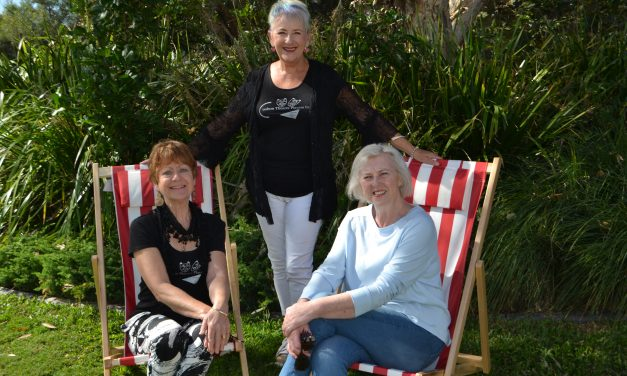 COOLUM tROUPE BRING DRAMA TO THE DECKCHAIRS